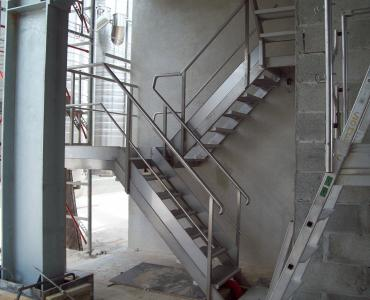 Escalier inox sur mesure avec mise en conformité sécurité